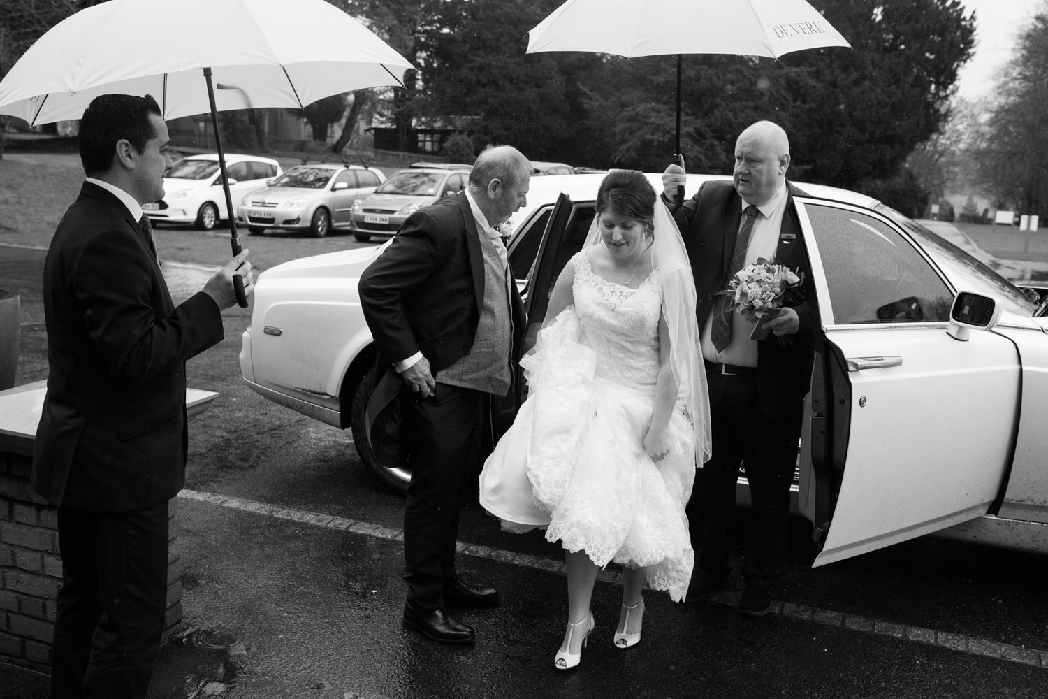 bride arrive at Latimer House