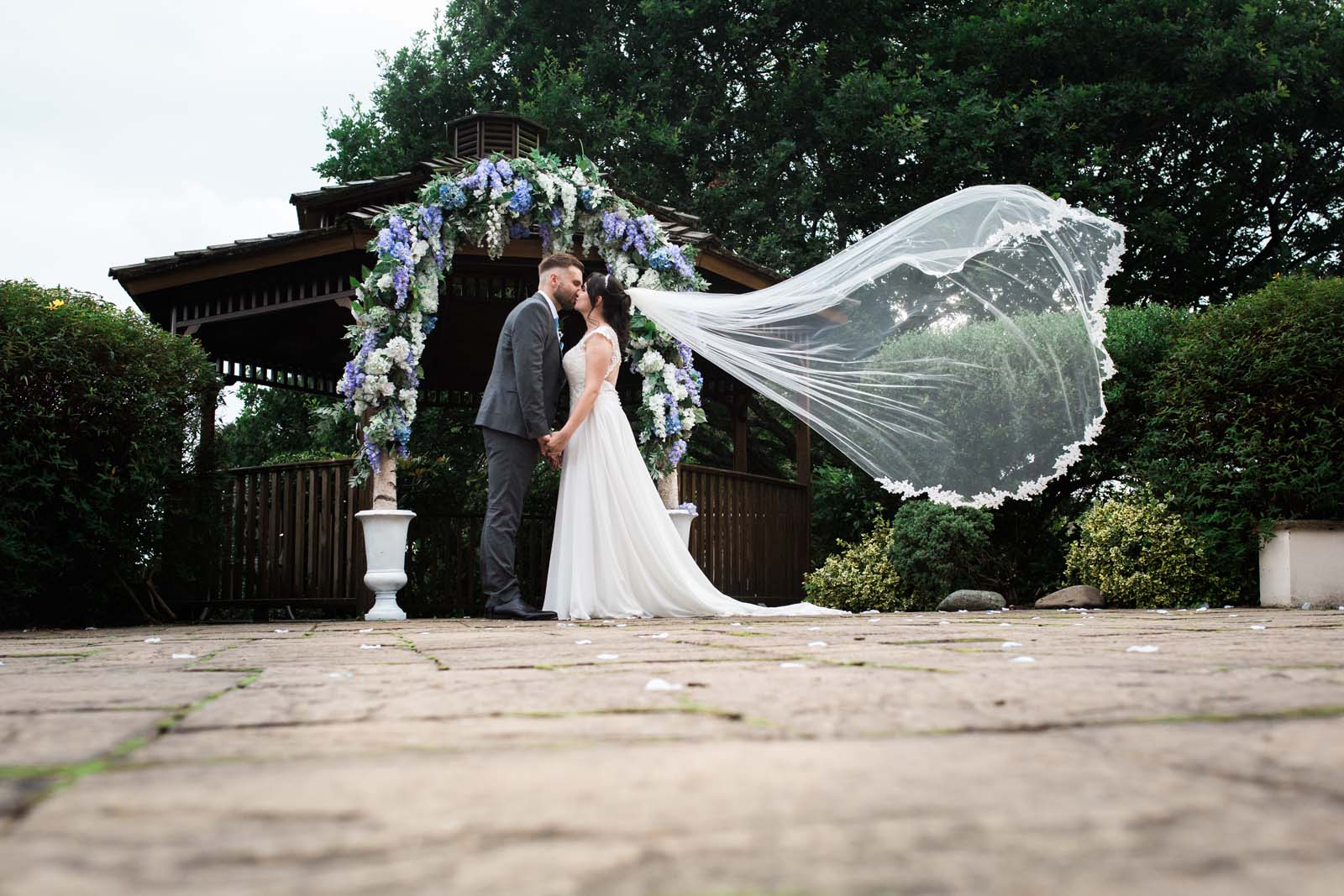 Classic Veil Shot with a Kiss - Heni Fourie Photography, Bucks