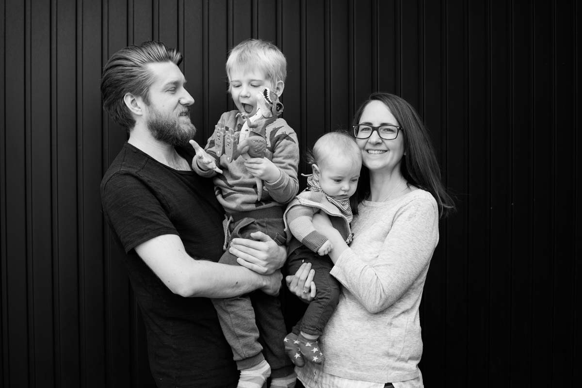 Relaxed family photograph at home in Thame - Heni Fourie Photography
